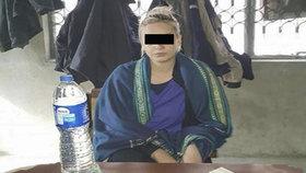 Tereza H. předstoupila před pákistánský soud, kde čekala na prodloužení vazby.