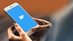 Na Twitteru trendovalo antisemitské heslo. Šlo o chybu, brání se společnost