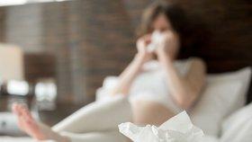 Chřipka u těhotných žen může vést až k potratu: Během epidemie se vyhýbejte kolektivům, vzkazuje lékařka