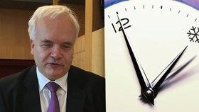 Český europoslanec Pavel Svoboda ( KDU-ČSL) bojuje za zrušení střídání času. Sám by byl jen pro zachování toho letního. Rozhodnout má Evropský parlament.