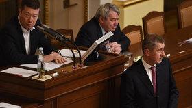 Andrej Babiš (ANO), Vojtěch Filip (KSČM) a Tomio Okamura (SPD) při jednání ve sněmovně.