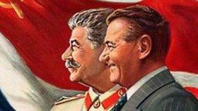 Gottwald (vpravo) na dobovém plakátu se Stalinem.