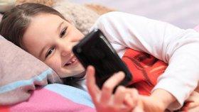 Čím dál víc dětí využívá sociální sítě ke komunikaci.