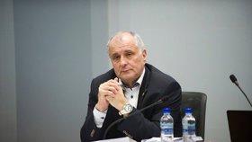 Zastupitelé Kraje Vysočina dnes odvolali z funkce náměstka hejtmana Josefa Pavlíka za hnutí ANO, který čelí podezření, že byl členem Lidových milicích.