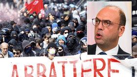 Italský ministr zahraničí varuje před přílivem bojovníků ISIS.
