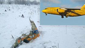 Trosky letounu An-148, který krátce po vzletu havaroval u Moskvy.