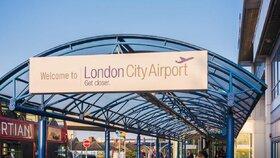 Londýnské letiště zastavilo provoz kvůli bombě z druhé světové války