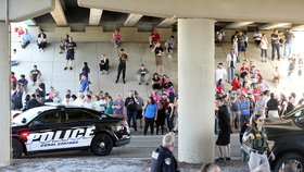Střelba na střední škole v Parklandu na jižní Floridě si vyžádala oběti. (14.2.2018)