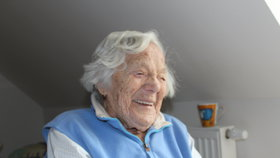 V domově důchodců to prý není špatné, sestřičky jsou hodné a je s nimi legrace