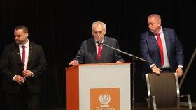 """ŽIVĚ: Zeman přijel řešit """"katastrofu ČSSD"""". Straníky podpořil i Fico"""