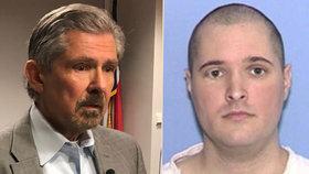 Thomas Bart Whitaker je odsouzen k smrti. Jeho otec žadoní, aby byl ušetřen.