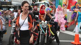 Novozélandská premiérka Jacinda Ardernová se zúčastnila průvodu Pride v Aucklandu.