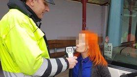 Skandál! Namol opilá učitelka odjela s dětmi na školu v přírodě: Policisté jí naměřili 2,21 promile