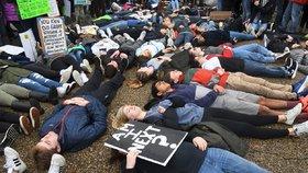 Budu já další oběť? Studenti protestují proti zbraním.