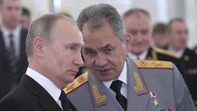 Ruský prezident Vladimir Putin a ministr obrany Sergej Šojgu.