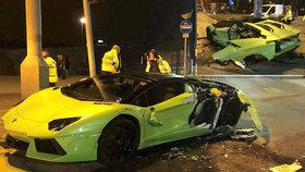 Šílený řidič se dal na útěk.