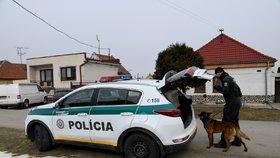 Vyšetřovatelé u domu Jána Kuciaka