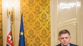 Slovenský premiér Robert Fico ukázal na tiskové konferenci k vraždě novináře milion eur