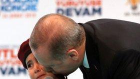 Erdogan se stal terčem kritiky.
