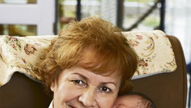 Věra Galatíková s vnučkou