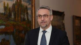 Ministr vnitra v demisi Lubomír Metnar (za ANO) oznámil, že Jiří Šašek je dočasně zproštěn výkonu.