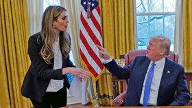 Trump prý vynadal své šéfce komunikace, ta potom rezignovala. Může za to její přiznání ke lžím před Kongresem, nebo její vztah s násilníkem a Trumpovým poradcem Porterem?