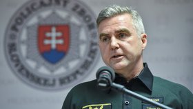 Slovenský policejní prezident Tibor Gašpar rezignovat nehodlá, bude ale respektovat, pokud ho ministr vnitra z funkce odvolá, nebo ho o odchod požádá.