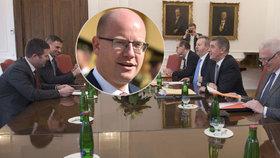 Bohuslav Sobotka je proti případnému vstupu ČSSD do vlády s Andrejem Babišem. Vedení strany doufá, že v případě dohody budou hlasovat shodně všichni poslanci zvolení za sociální demokracii.
