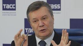 Bývalý ukrajinský prezident Viktor Janukovyč na tiskovce v Moskvě