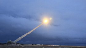 Záběry ruské televize RU-RTR ukazují nové ruské zbraně. Putin ve čtvrtečním projevu  oznámil vývoj nových jaderných zbraní, které jinde ve světě nemají obdoby