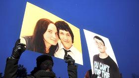Tisíce lidí v pátek v Bratislavě uctily památku zavražděného novináře a jeho přítelkyně.