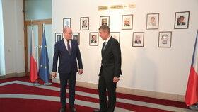 Andrej Babiš (ANO) a Bohuslav Sobotka (ČSSD) při střídání premiérů na Úřadu vlády