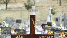 Pohřeb Jána Kuciaka (†27) ve slovenském Štiavniku.