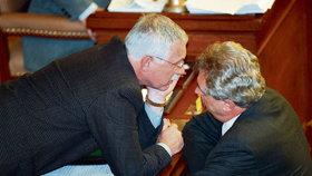1998: Klaus jako šéf Sněmovny rozmlouvá s premiérem Zemanem.