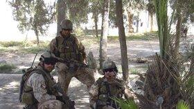 Milan Štěrba (první zleva) s příslušníky jednotky SOG v Afghánistánu (březen 2008)