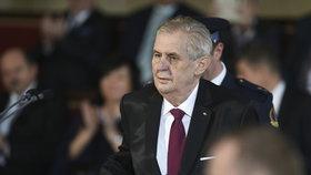 Zeman udělí státní vyznamenání apoštolskému nunciovi Leanzovi