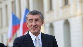 Kabinetu Andreje Babiše nyní důvěřuje 35 procent občanů, zatímco v únoru to bylo 38 procent