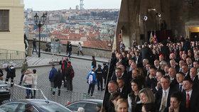 Na náměstí prázdno, v sále plno. Inaugurace prezidenta Zemana davy nepřitáhla.
