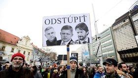 Smrt novináře Jána Kuciaka hýbe Slovenskem i celým světem, v Bratislavě se v pátek 9. 3. 2018 sešlo k protestu nejvíce lidí od revoluce v roce 1989
