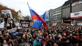 Na demonstraci za důsledné vyšetření vraždy novináře Jána Kuciaka se na bratislavském náměstí SNP sešlo v pátek 9. 3. 2018 přes 30 tisíc lidí, to je nejvíce od roku 1989