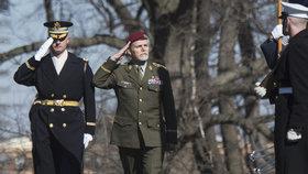 Generál Petr Pavel  při předávání vyznamenání Legion of Merit ve Washingtonu