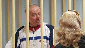 Jedem novičok byl otráven bývalý ruský agent Sergej Skripal a jeho dcera Julia