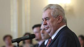 Prezident Miloš Zeman ohrozil podle senátního výboru výrokem o novičoku bezpečnostní zájmy ČR.