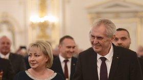 Miloš Zeman s Ivanou Zemanovou během koncertu ve Španělském sále po 2. inauguraci