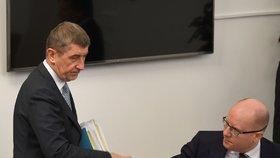 Sobotkovo čtvrtstoletí v české politice (Andrej Babiš a Bohuslav Sobotka na jednání bezpečnostního výboru)
