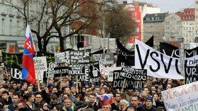 V Bratislavě se po týdnu znovu sešly tisíce lidí, ti žádají v reakci na vraždu novináře Jána Kuciaka předčasné volby (16. 3. 2018).