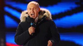 Vladimir Putin poděkoval svým příznivcům jen několik hodin po uzavření volebních místností. Prezidentské volby drtivě vyhrál.