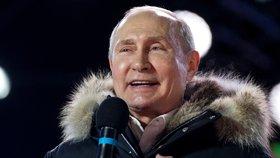 Vladimir Putin bude prezidentem Ruska do roku 2024. Ve volbách mu dalo hlas na 55 milionů Rusů. Své vítězství si užíval mezi lidmi a přijímal také první gratulace. Mezi prvními z Číny