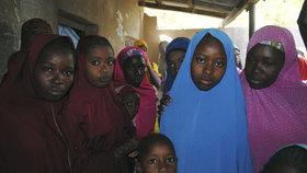 Nigerijské vládě se podařilo vyjednat propuštění školaček, které v únoru unesla teroristická organizace Boko Haram.