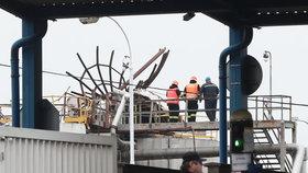 Výbuch v Kralupech: Šest mrtvých po explozi plynu v areálu chemičky, neměli šanci přežít